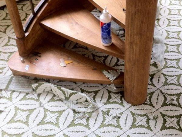 Pose moquette autour d'un escalier